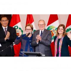 PPK begeitet von seiner Frau und den Vize-Präsidenten, Mercedes Araoz und Martin Vizcarra