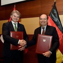 Javier Paulinich, Verhandlungsführer der peruanischen Delegation und Christoph Rauh, Leiter Südamerika BMZ © (CC BY-SA 2.0)